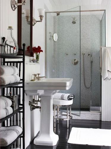 baño blanco y negro pequeño