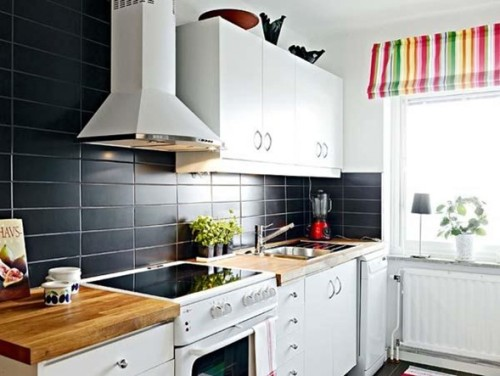cocina con salpicadero negro