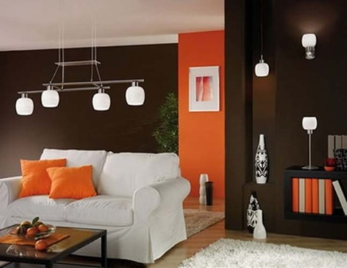 foto sala marron y naranja