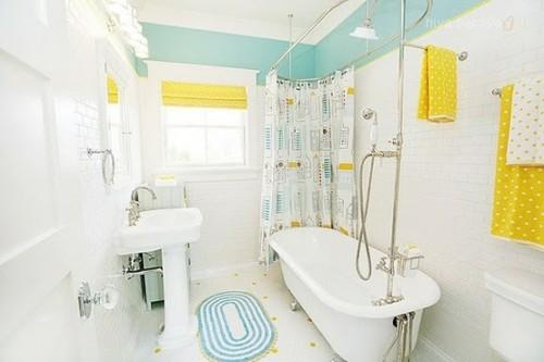 baño-con-amarillo-celeste