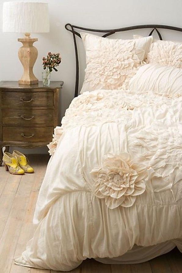 Decorar tu dormitorio shabby chic fotos for Beautiful bedding ideas