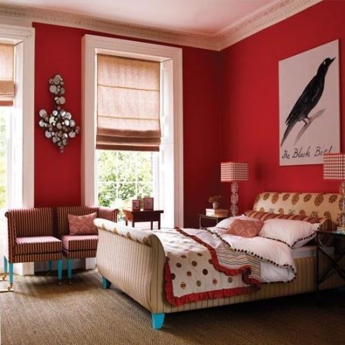 este estupendo diseo de habitacin femenina incluye el rojo en las paredes las telas y pantallas de las lmparas incluyen tambin rojo con