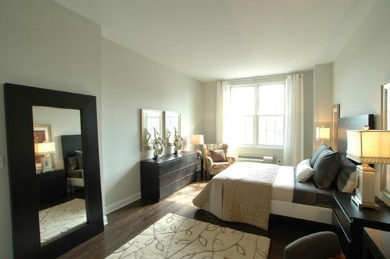 15 dormitorios con espejos for Espejos enteros para habitaciones
