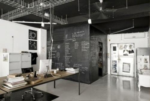 24 dise os de oficinas en varios colores para el hogar for Estudios minimalistas decoracion