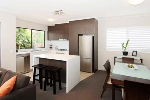 17 dise os de cocinas minimalistas modernas for Casa minimalista rojo