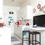 12 Diseños de Cocinas con Mesas Plegables para Ahorrar Espacio